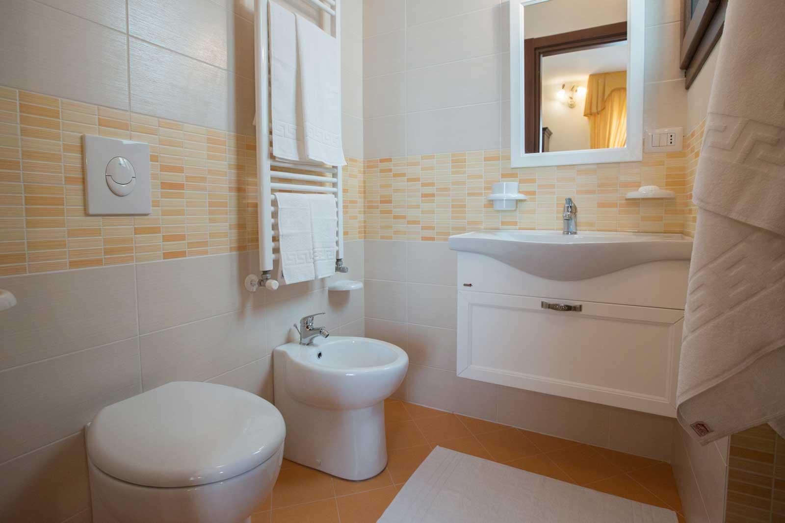 Camera Ambra bagno